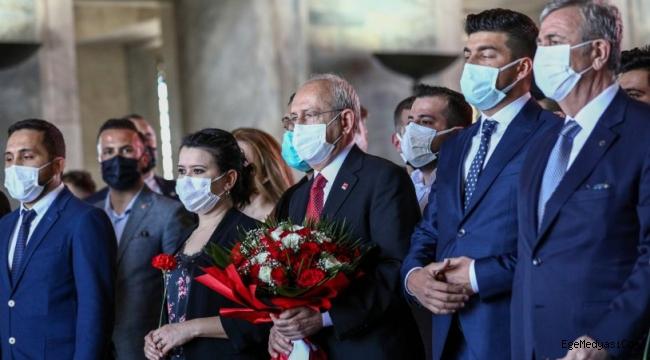 Kemal Kılıçdaroğlu, gençlerle birlikte Anıtkabir'i ziyaret etti
