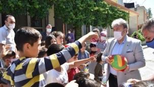Mustafa İduğ'dan çocuklara bayram hediyesi