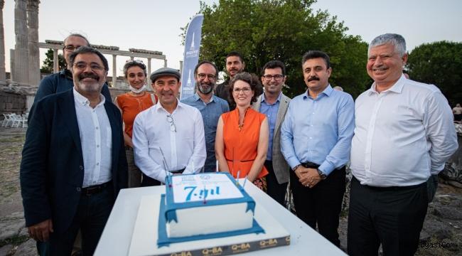 Ahmet Ümit'in son kitabı Pergamon'da İzmir'de tanıtıldı
