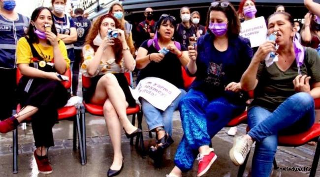 İzmirli kadınlardan Erdoğan'ın korumasına 'bacak bacak üstüne atma' protestosu